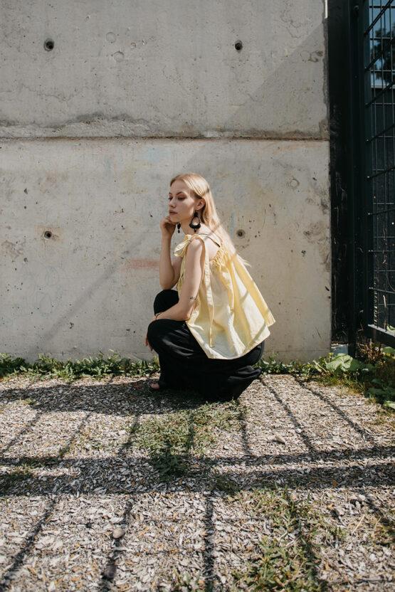žlté-tričko-4-nosimumenie